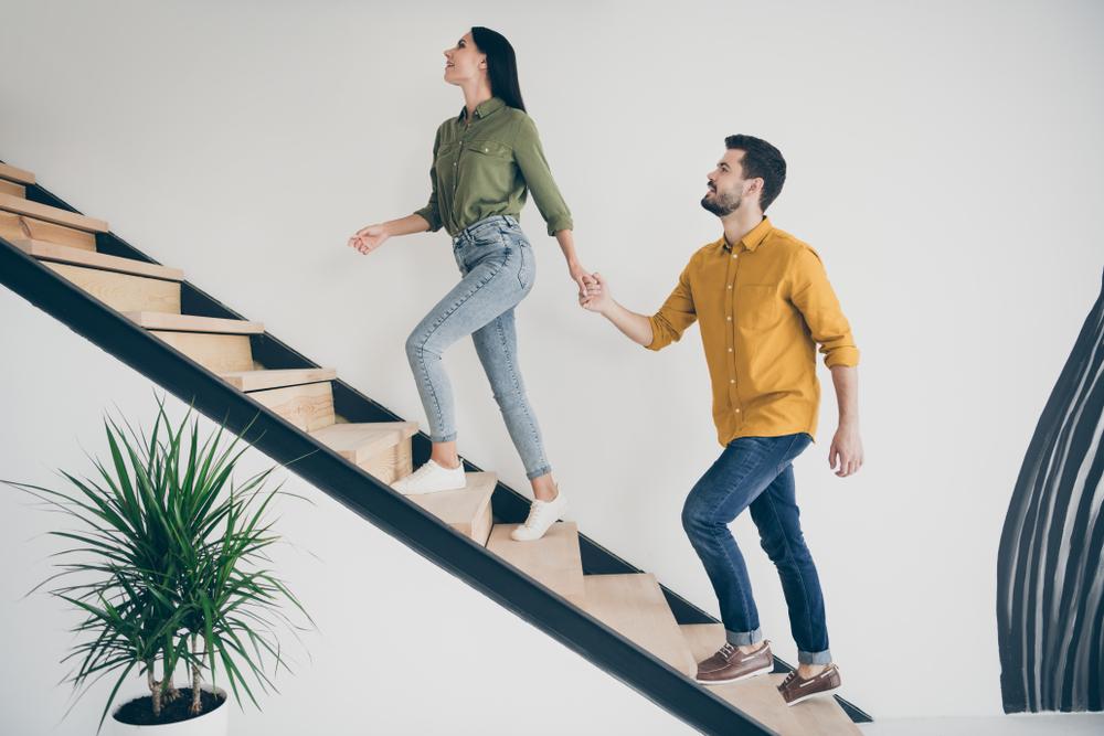 Astuces pour bien décorer votre montée d'escalier